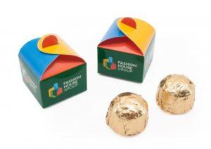 Micro bonboniérka v reklamní krabičce