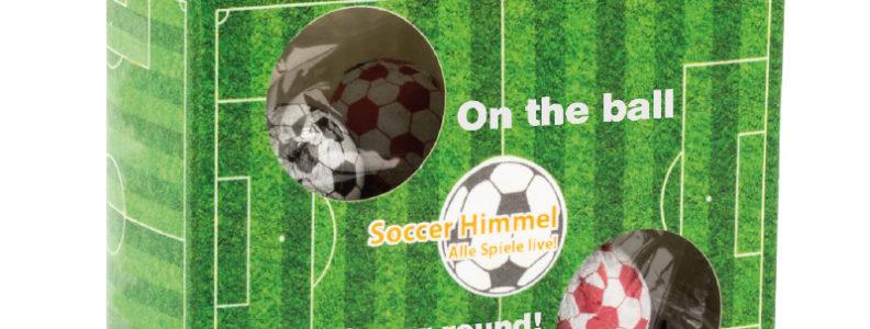 Kulaté fotbalové žvýkačky v reklamní krabičce