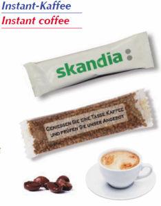Instantní káva jednotlivě balená s potiskem