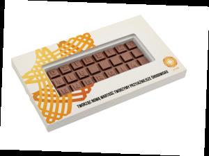 Čokoládová tabulka s písmeny v reklamní krabičce – 3 řádky